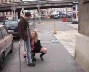 Une fellation complète dans la rue