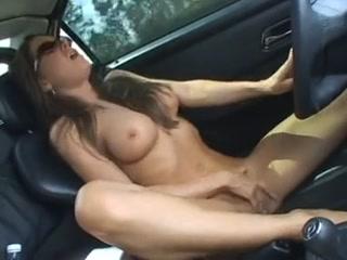 lesbienne en voiture salope brune qui baise