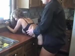 salope à nantes baisee dans sa cuisine