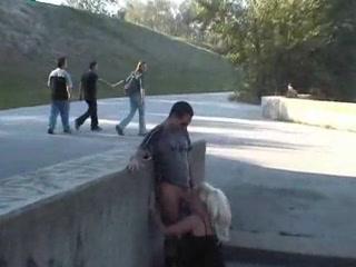 incroyable---ils-baisent-ignorant-les-passants-qui-s-arretent-pour-les-mater