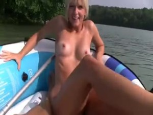 blonde-pipe-chatte-rasee-sexe-outdoor