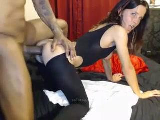 brune-sexy-grosse-bite-baise-levrette-creampie